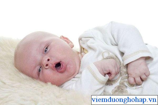 Trẻ sơ sinh bị viêm họng hạt